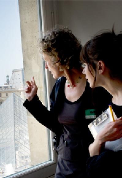Photographie d'enseignants au Louvre
