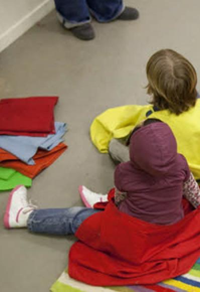 Enfants durant un atelier
