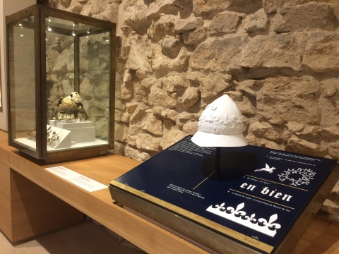 Dispositif tactile autour du casque de Charles VI