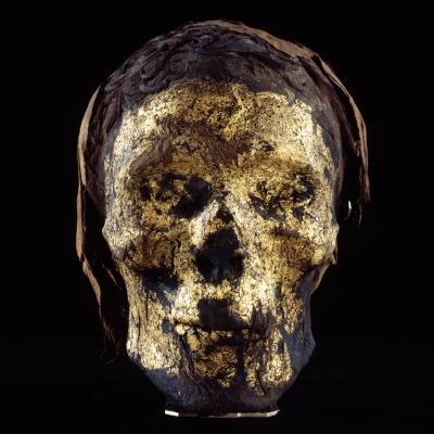 Tête de momie dorée