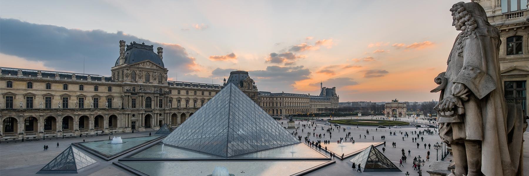 Photographie du Louvre avec la pyramide