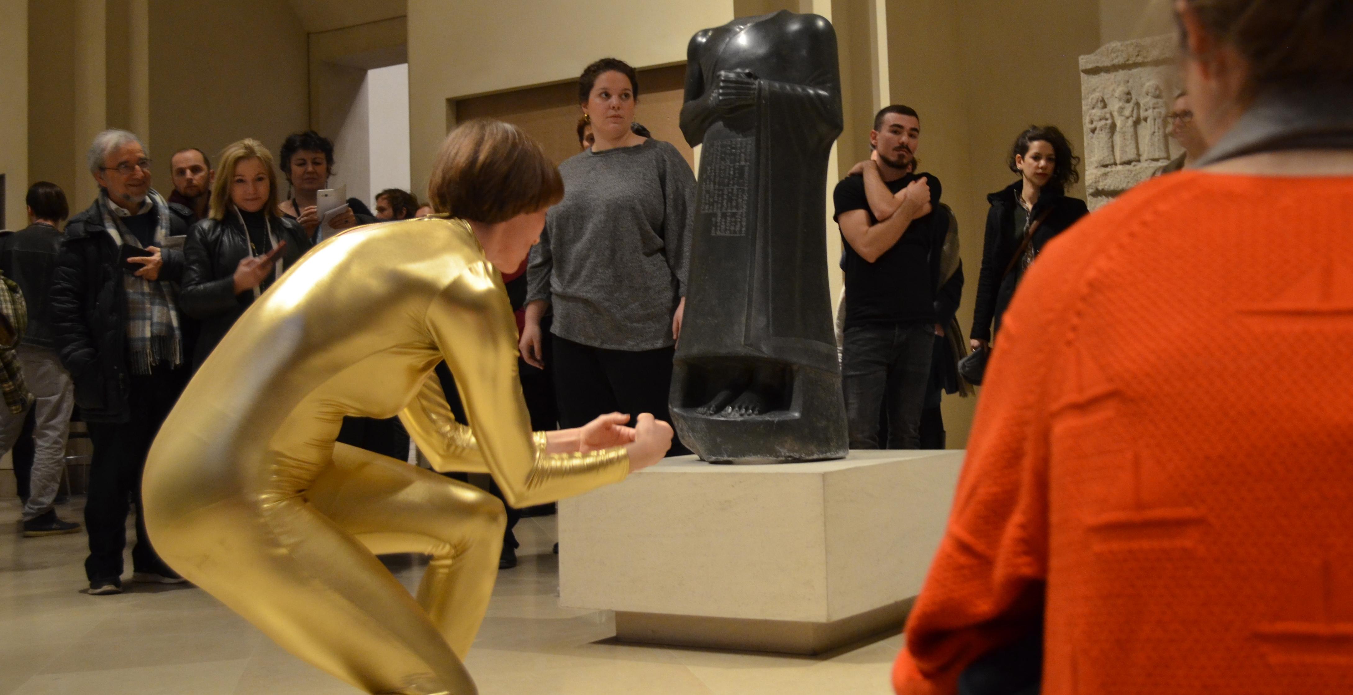 Workshop dans une salle du musée du Louvre